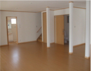 玄関を入ると広々としたお部屋が広がっています。 (機能訓練室・デイルーム)